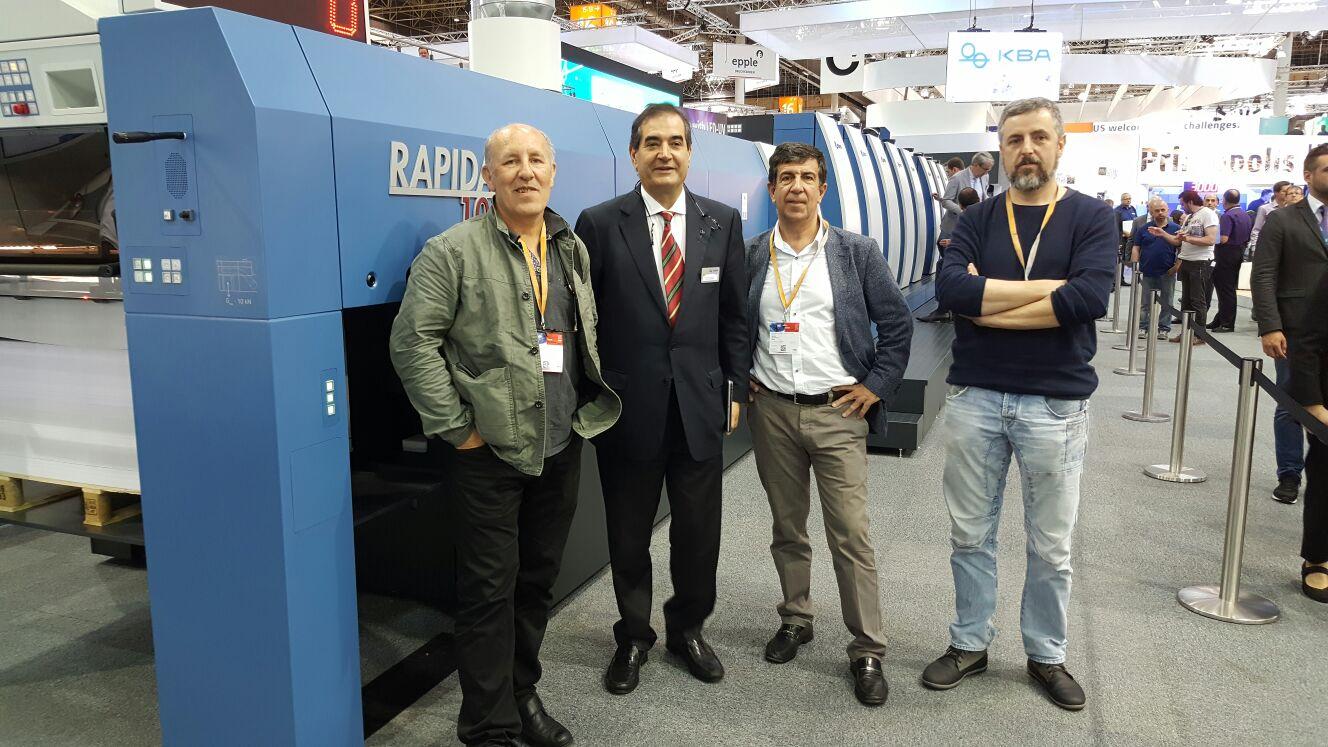 Ricardo Sempere (Gerente de Eman), José Ramón Benito (Presidente del grupo Docu-World) y David Martin (Jefe de impresión de Eman)